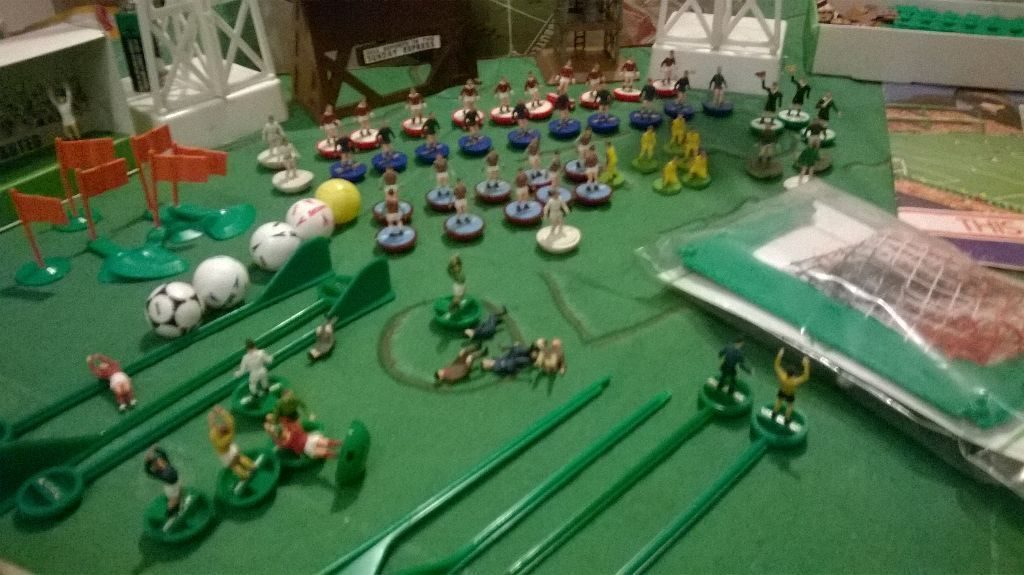postadsuk.com-1970-s-subbuteo-collection-mostly-boxed-few-teams-floodlights-lots-cds-dvds-games-amp-books